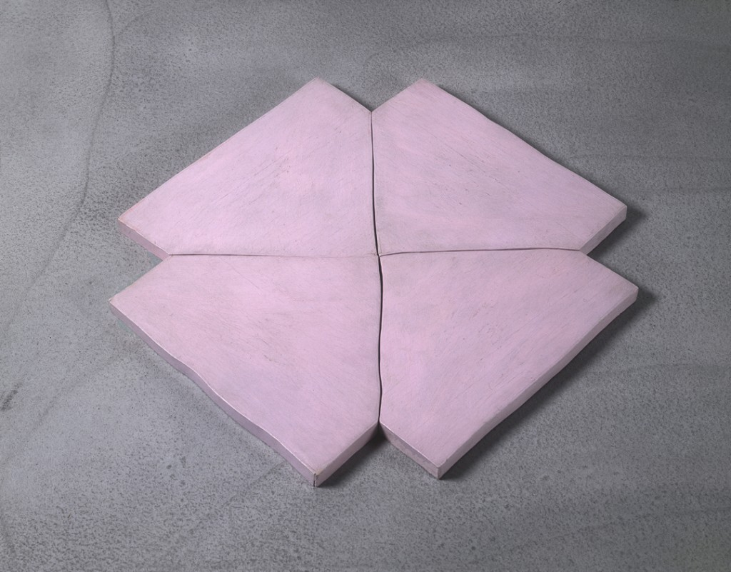 Richard Tuttle, Flower, painted plywood, pink (4 parts), 23 × 23 × 1 in, 1965. © Richard Tuttle, courtesy Pace Gallery.